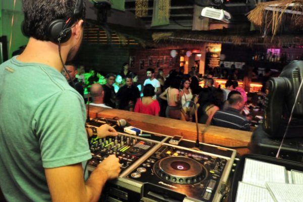 13 Tips to Get DJ Gigs