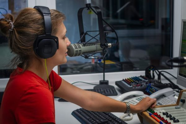 How Much Does a Radio DJ Make?
