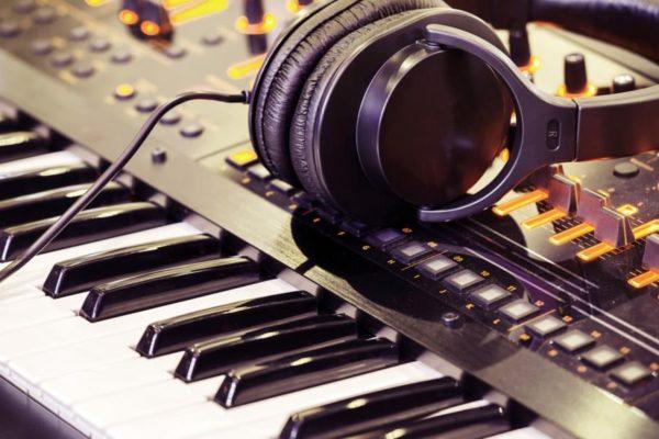 7 Best Digital Pianos for Beginners of 2020 – Beginner Keyboard Reviews