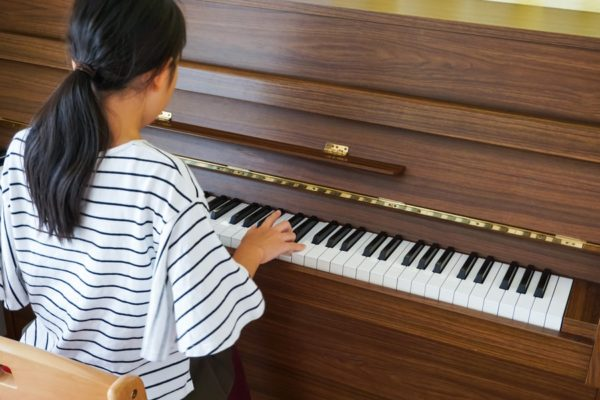 7 Best Upright Pianos of 2020 – Upright Piano Brands for Beginners