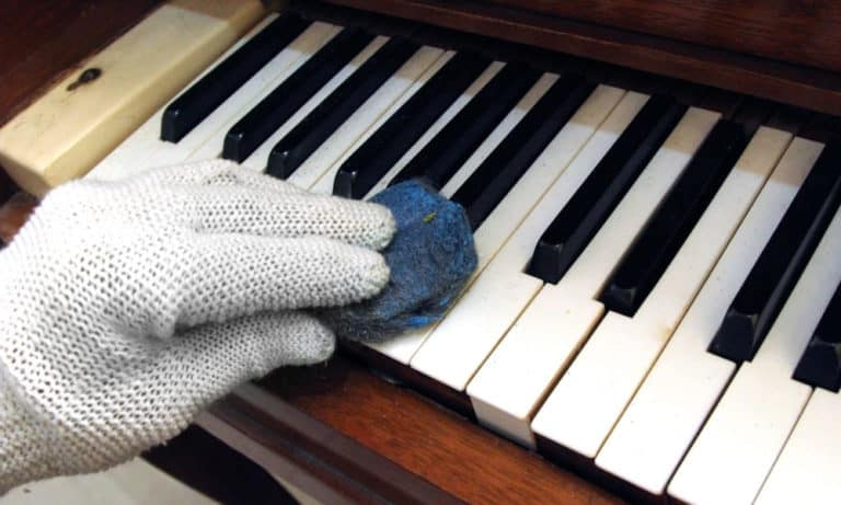 15 Ways to Clean Piano Keys