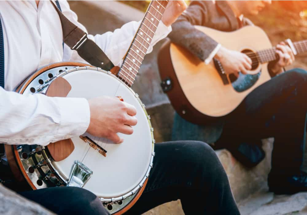 Banjo vs. Guitar - Playing Style