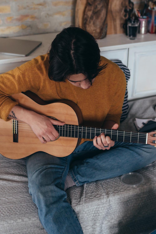 Classical vs. Acoustic Guitar - Technique