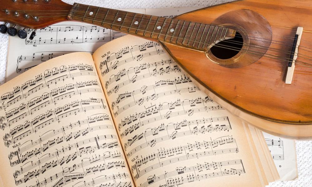 Mandolin vs. Guitar - Learning