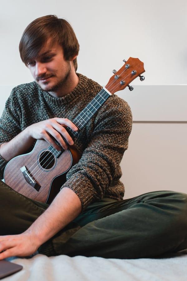 Ukulele vs. Guitar - Size